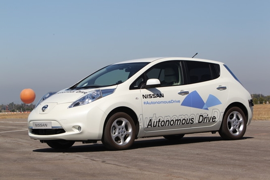 Nissan Unveils Self-Driving Car with 500km Range